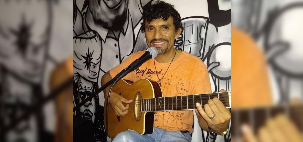 Kennedy Fialho canta MPB no boteco Tamo Junto Mariano