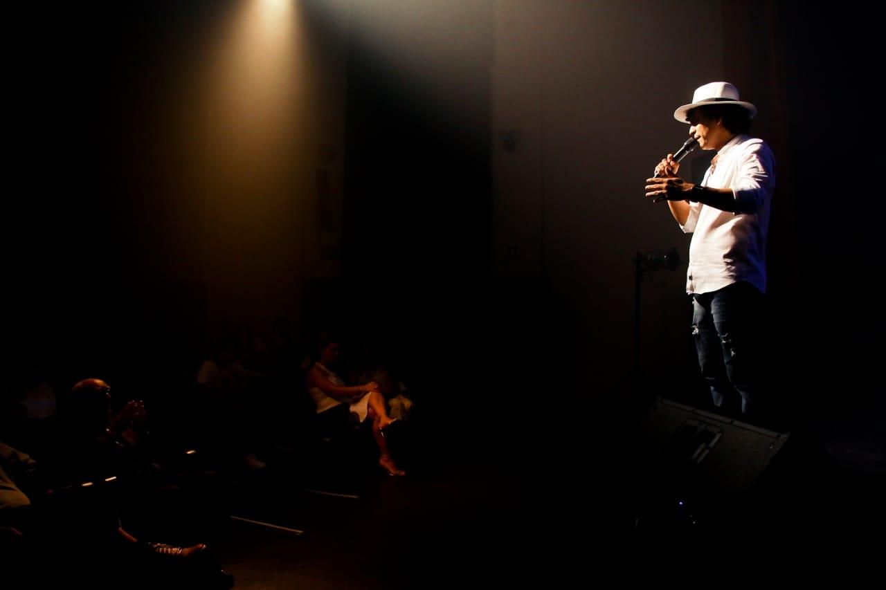 Com Show emocionante Kennedy Fialho surpreende público no lançamento do Cd Som em Poesia